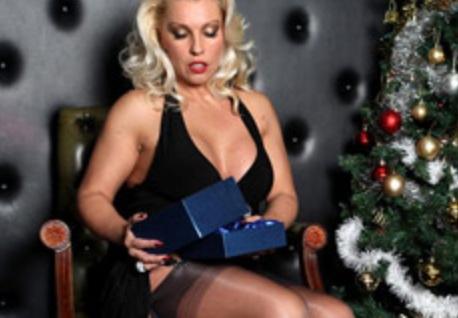 Leggy Lana Cox in nylons