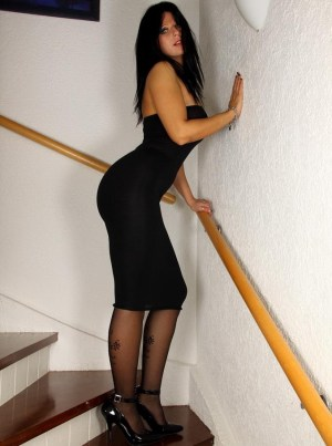 Desyra Noir pictures: Desyra in Wolford Ole Pantyhose