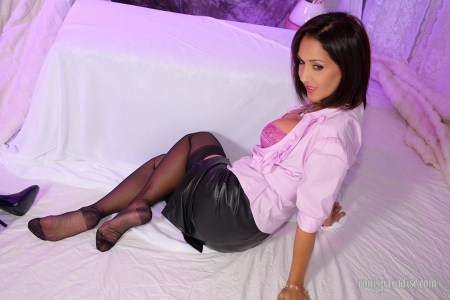 Roni's Paradise pictures: Gorgeous Roni in sexy outfit and black stockings
