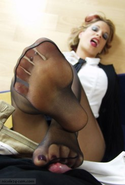 Nicole24 pictures: Hot nylon lady & Nicole giving a pantyhose footjob