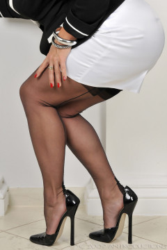 amanda-nylons-black seamed-102002