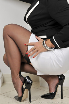 amanda-nylons-black seamed-102003