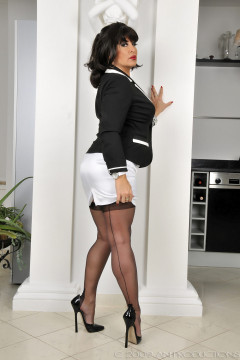 amanda-nylons-black seamed-102004