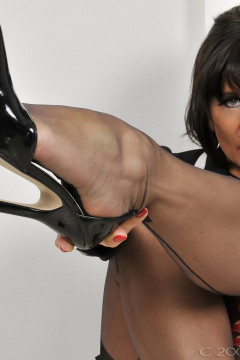 amanda-nylons-black seamed-102007