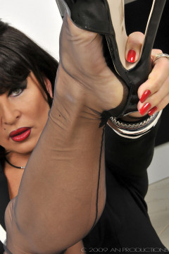 amanda-nylons-black seamed-102011