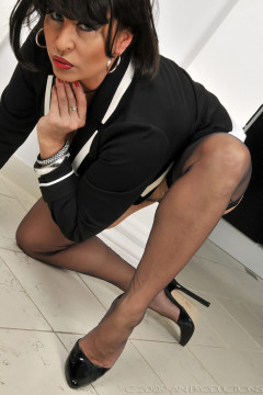 amanda-nylons-black seamed-102012