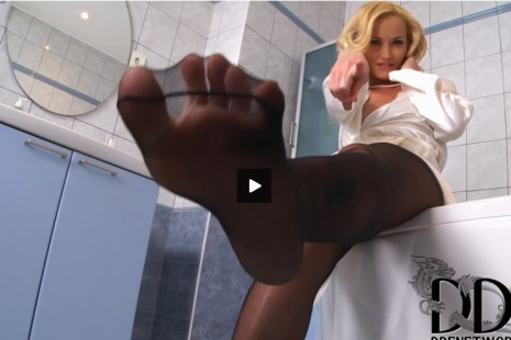 Kathia Nobili hot blonde wet legs and feet in pantyhose