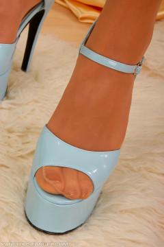 feet in sheer pantyhose