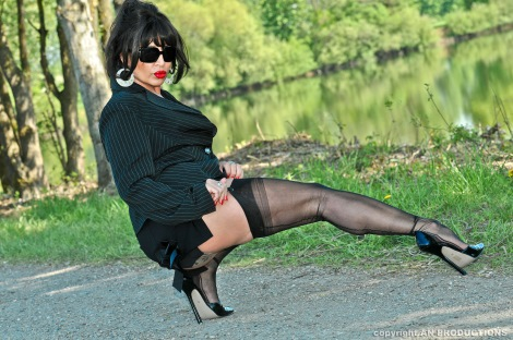 German nylon lady Amanda in nylons