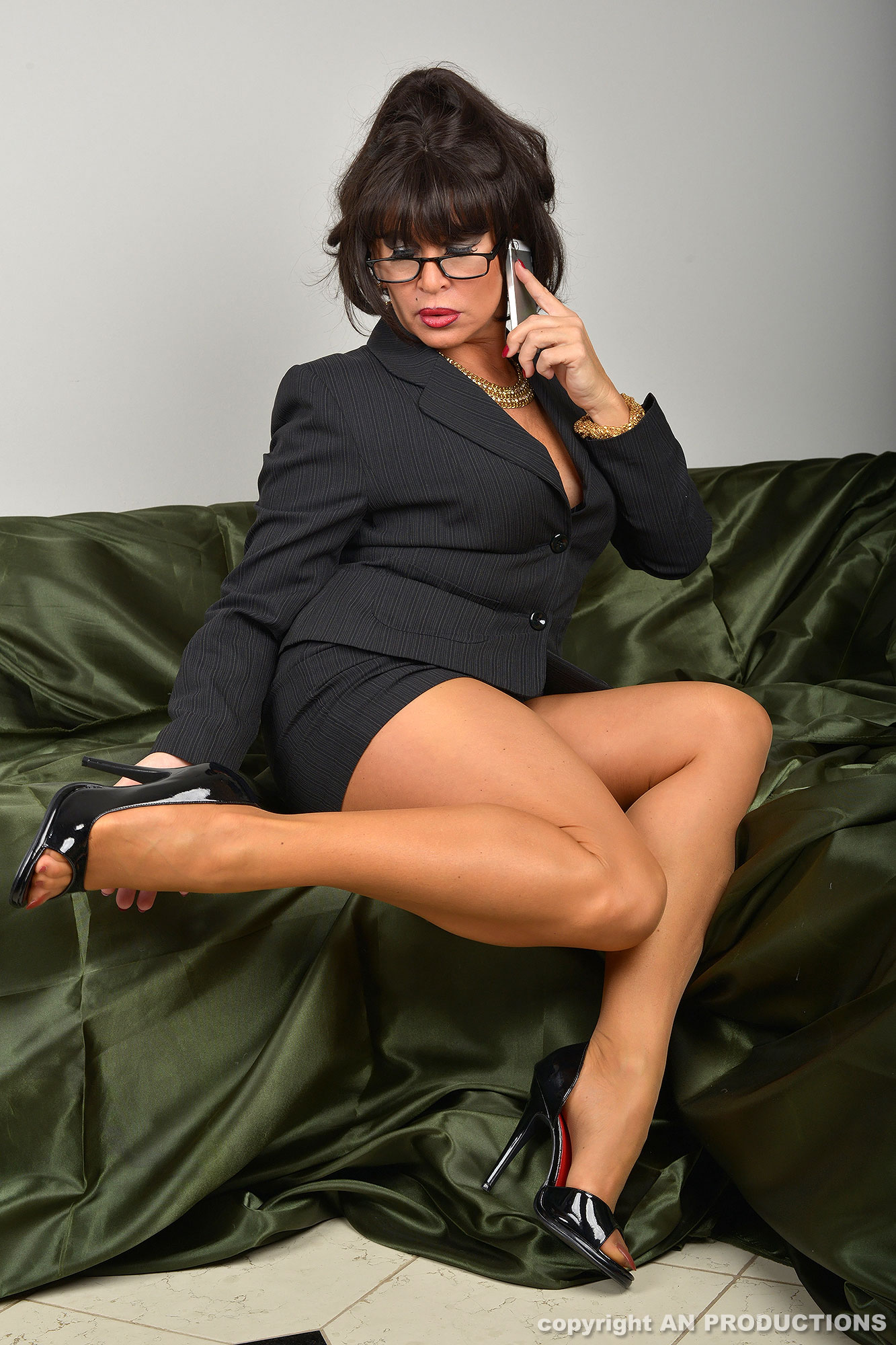 German MILF Amanda shows her legs in tan pantyhose and open-toe high heels.  Pictures provided by Amanda Nylons site.