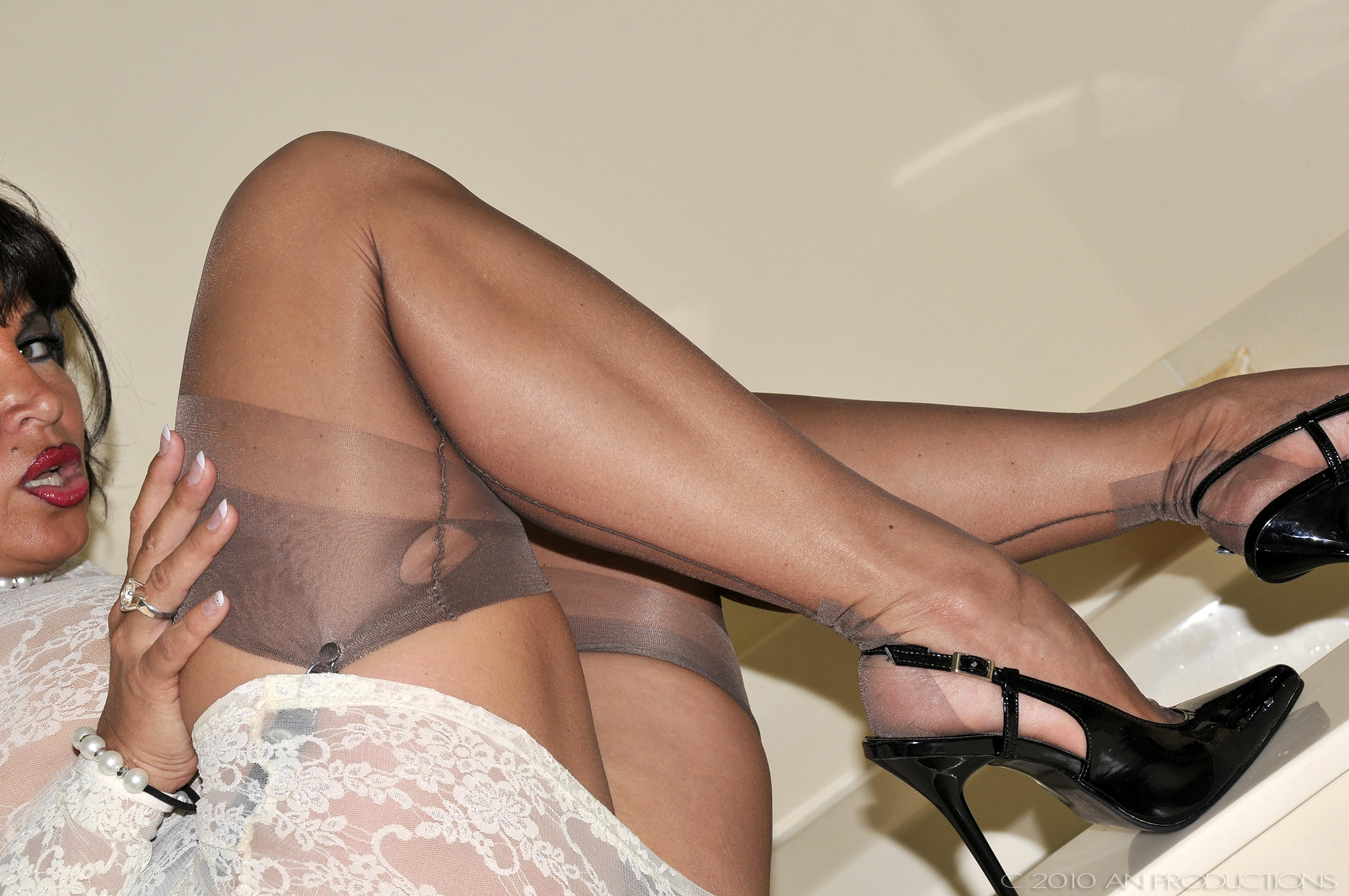 Have mature pantyhose leg picture