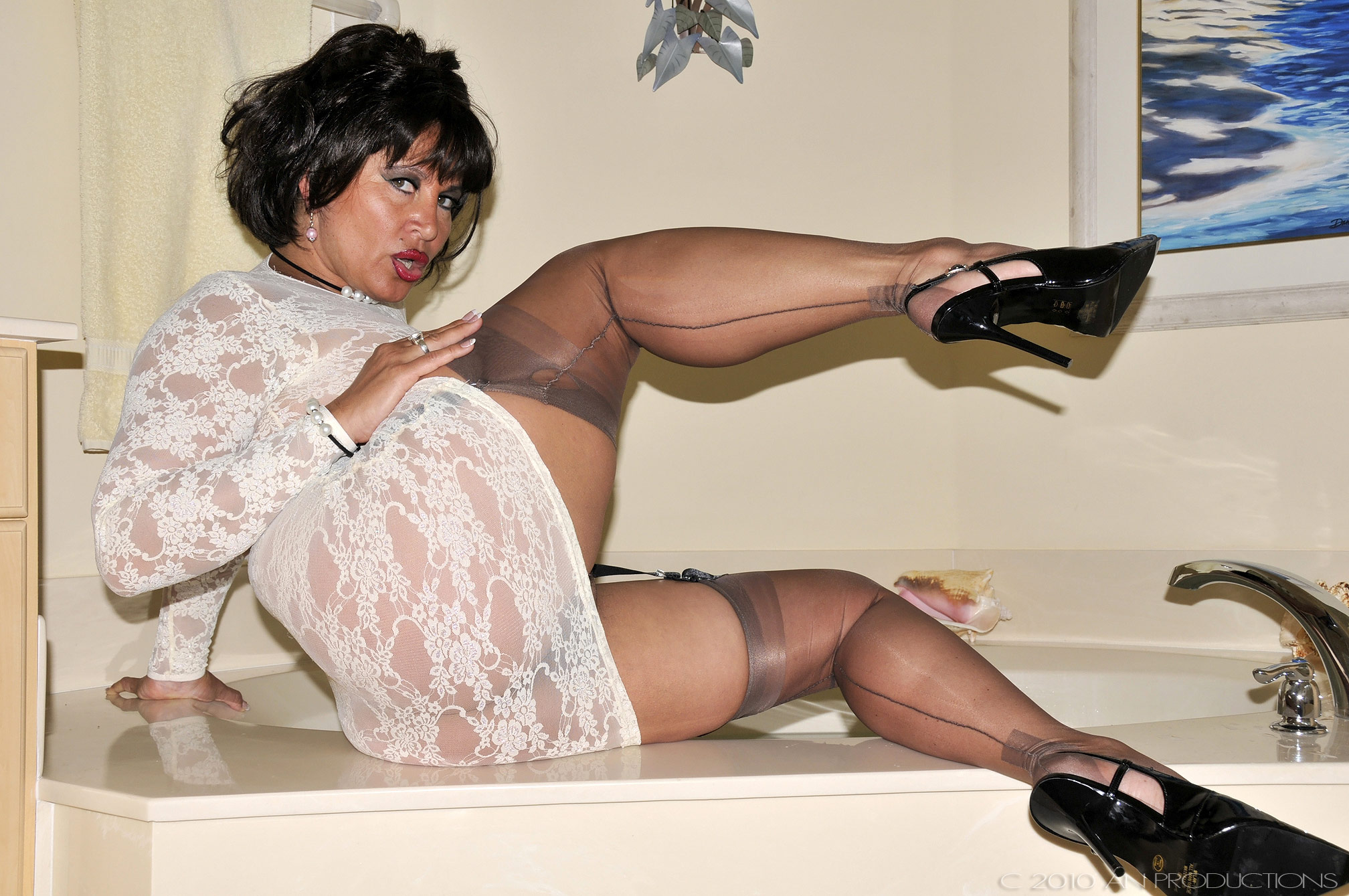 Mature heels high amanda nylons