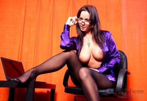 busty-secretary-pantyhose