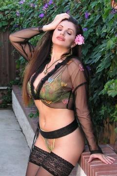Angelie Almendare sexy pics