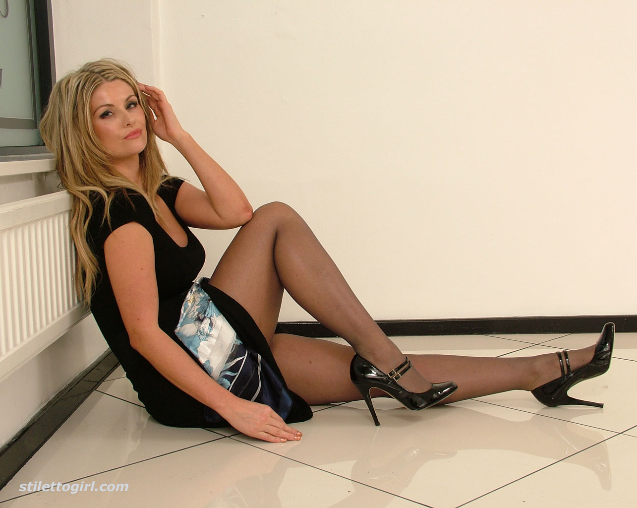 girl in pantyhose and nylon