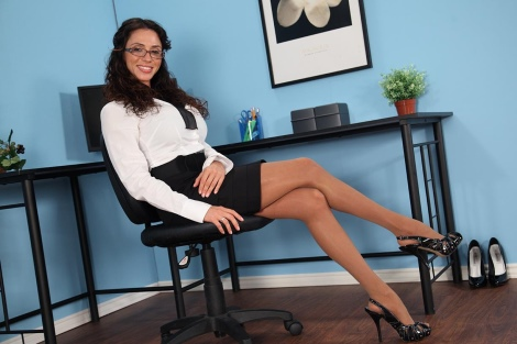 jb video pictures  ariella ferrera pantyhose 01 rsz
