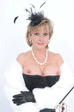 lady sonia pictures  big tits dominatrix corset