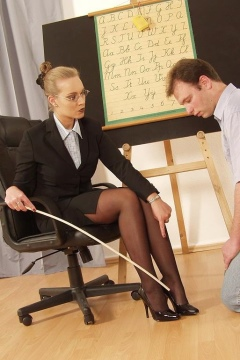 Lady Joanne – German foot domination and facesitting