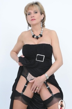 lady sonia pictures  mature upskirt dress stockings