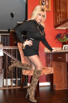 Secretary in pantyhose and boots - Samatha Legs