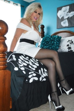 Samantha in black pantyhose and sexy white dress - Samatha Legs