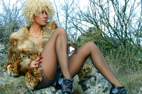 lily-wow-video-blonde-milf-pantyhose-heels-sexy-outdoors