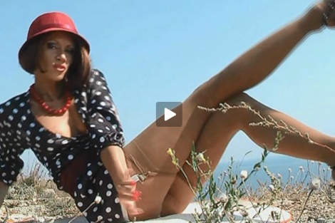 lily-wow-video-nylons-heels-long-legs-outdoors-public
