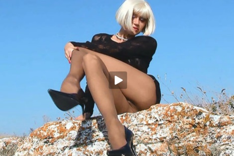 lily-wow-video-pantyhose-sexy-long-legs-outdoors