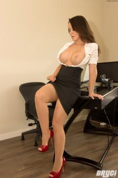 Bryci big tits secretary with silk stockings on her legs