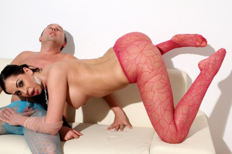 fishnet-pantyhose-footjob