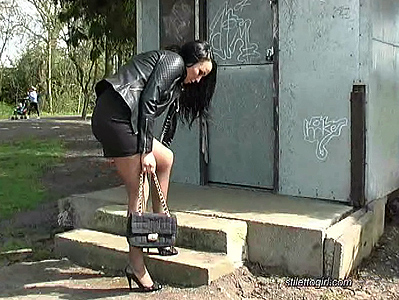 video-high-heels-walk