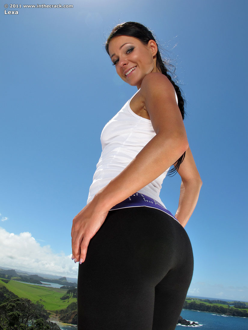 hot-girls-in-yoga-pants-or-nude