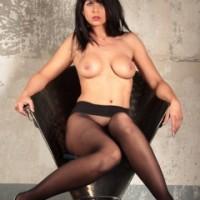 Pantyhose lady Desyra Noir