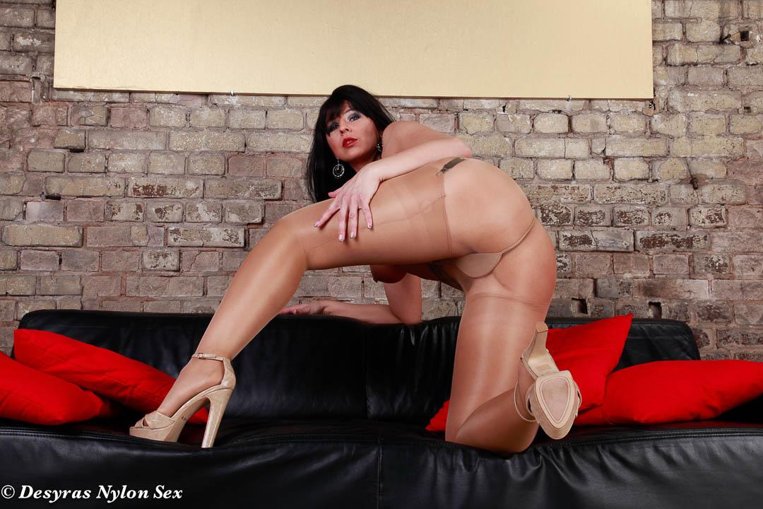 over Desyra noir stockings pantyhose