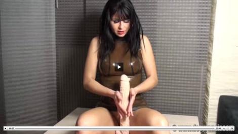 Desyra Noir video rubber cock pussy tease