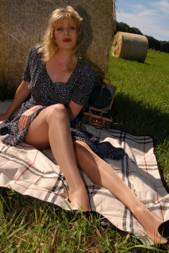 Shiny pantyhose in the sun sexy feet and legs