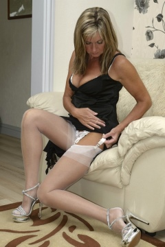 Amateur in pantyhose milf housewife in white pantyhose