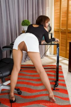 Hot secretary in miniskirt and pantyhose Office lady roni ford - Ronis Paradise