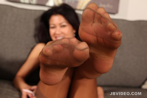 jackie-lin-nylon-feet-15_rsz