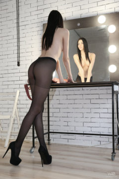 Long legs in black pantyhose and heels Amy Light pics nad video