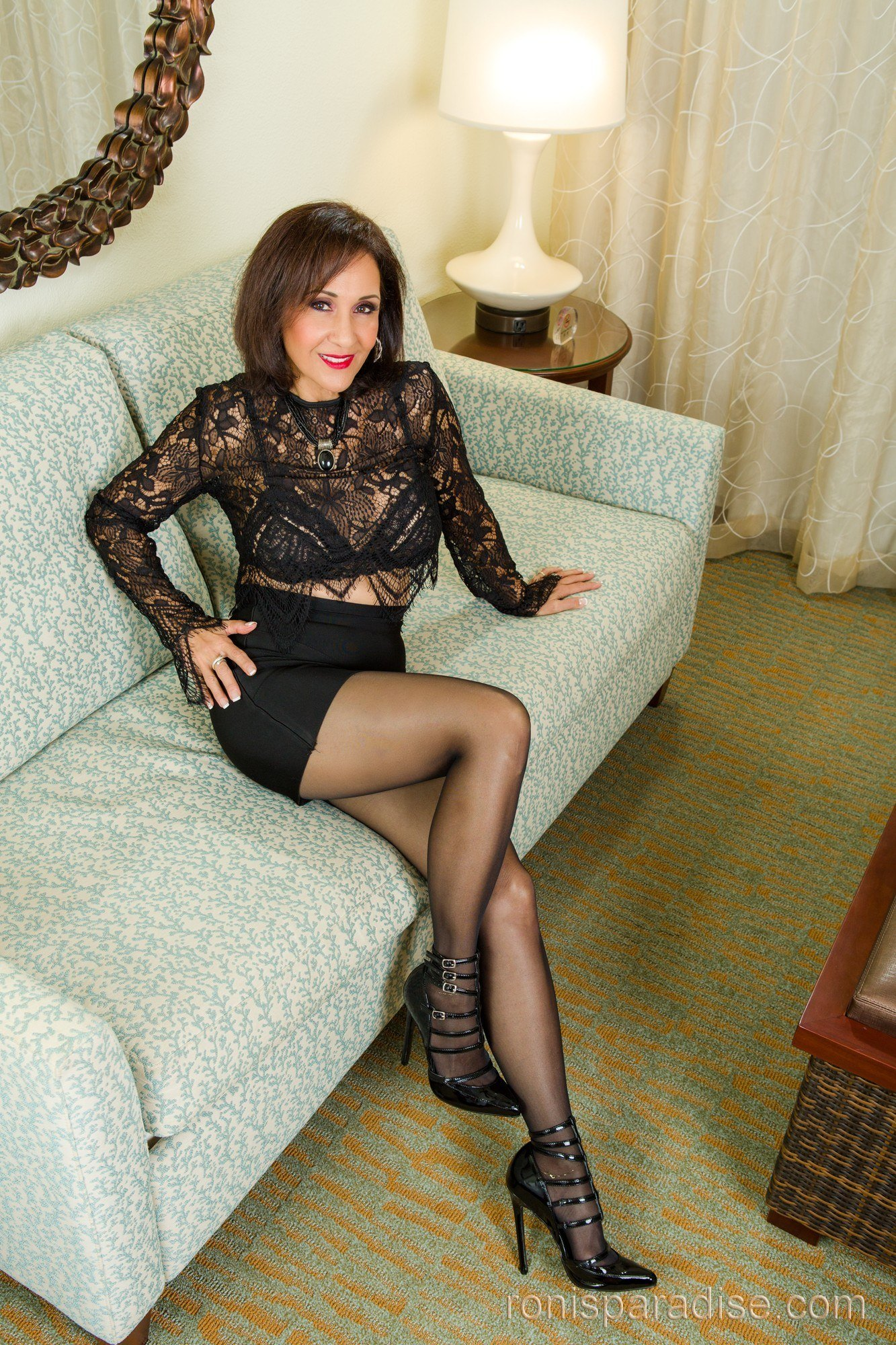 Ronis Paradise Milf Cool a milf in black from jan