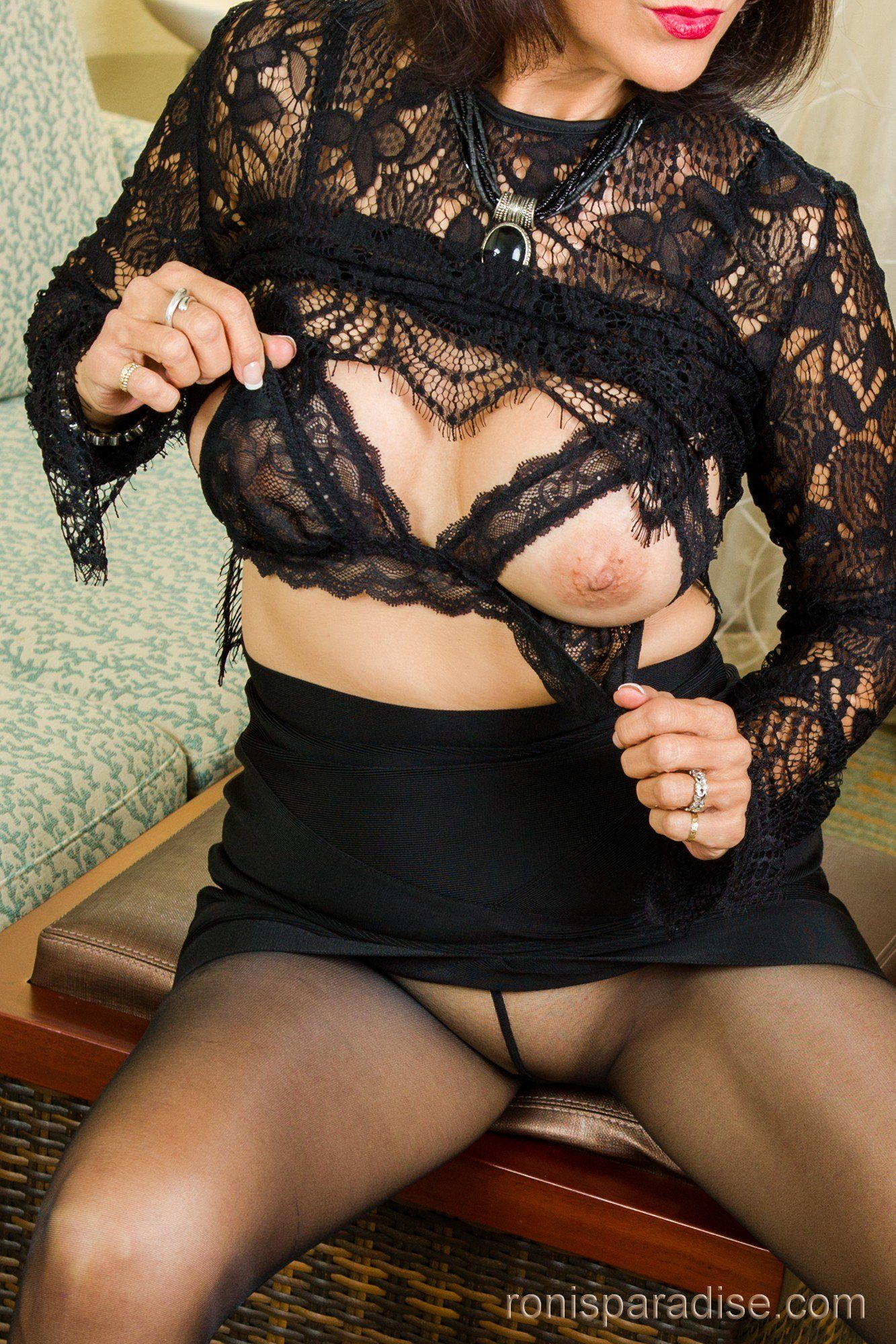 Ronis Paradise Milf Amazing a milf in black from jan