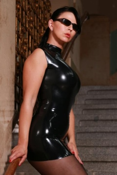 Desyra Noir tight latex black pantyhose, glasses wearing agent on stairs