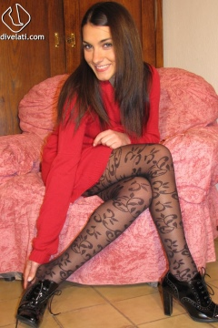 Piedi Velati - Valentina in black pantyhose with design
